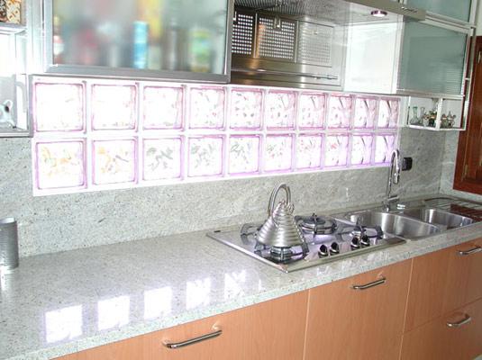 кухни с колонкой интерьер фото.
